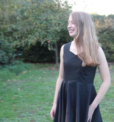 78391cf34207e5 Zwarte jurken zijn niet zo makkelijk om te fotograferen dus ik wilde nog  graag een andere jurk maken met dit patroon