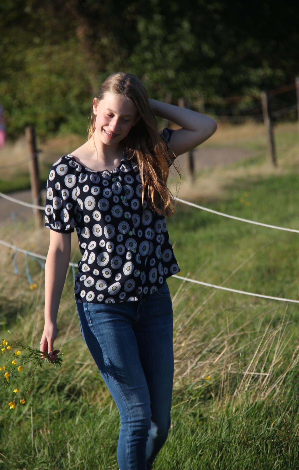 When the lady smiles … over bloesjes in een weiland enboterbloemen